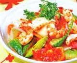 Cơm dừa khô cắt nhỏ xào với hải sản